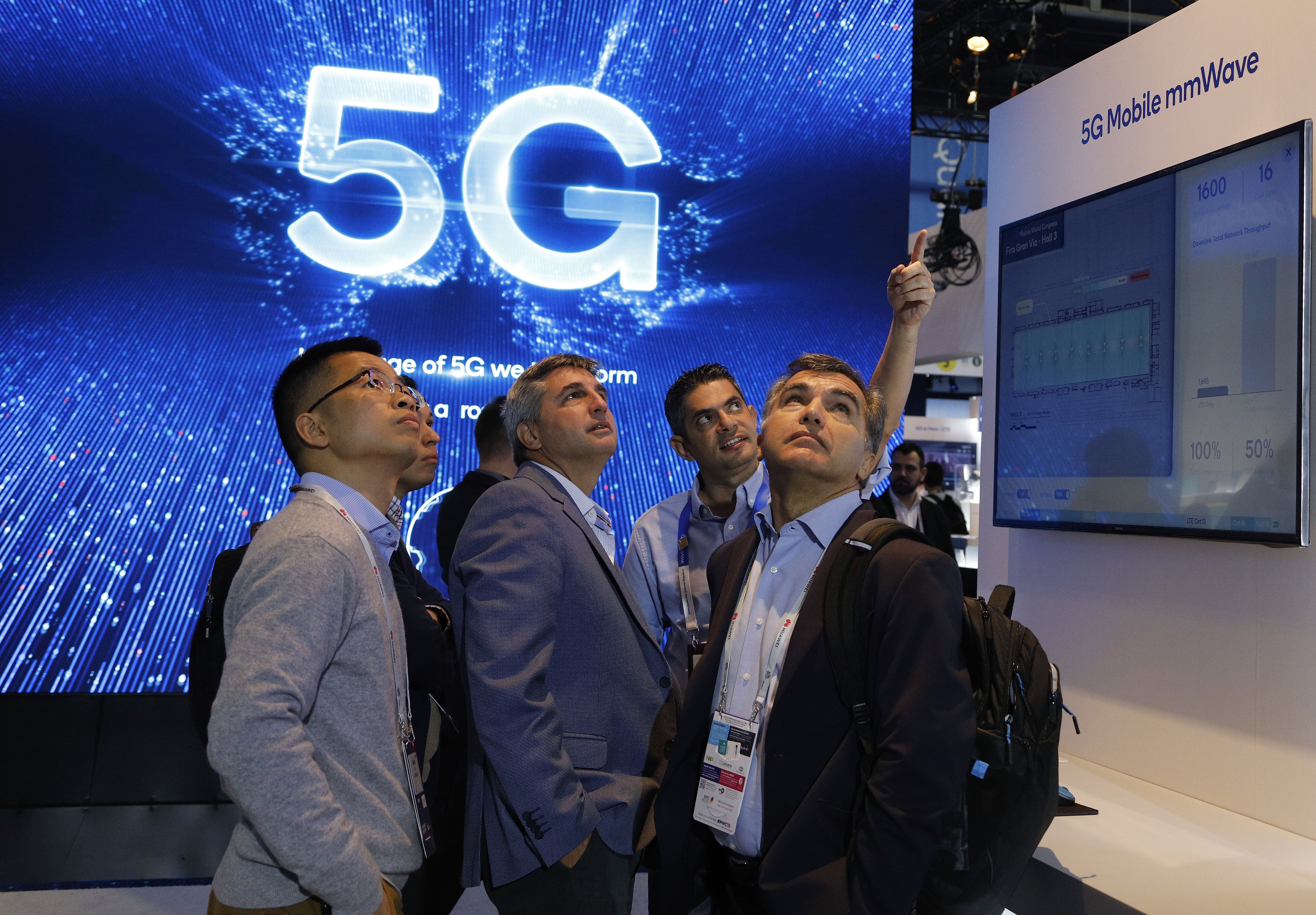 "Besucher der Technikmesse ""Mobile World Congress"" in Barcelona im Februar 2019. Foto: dpa"